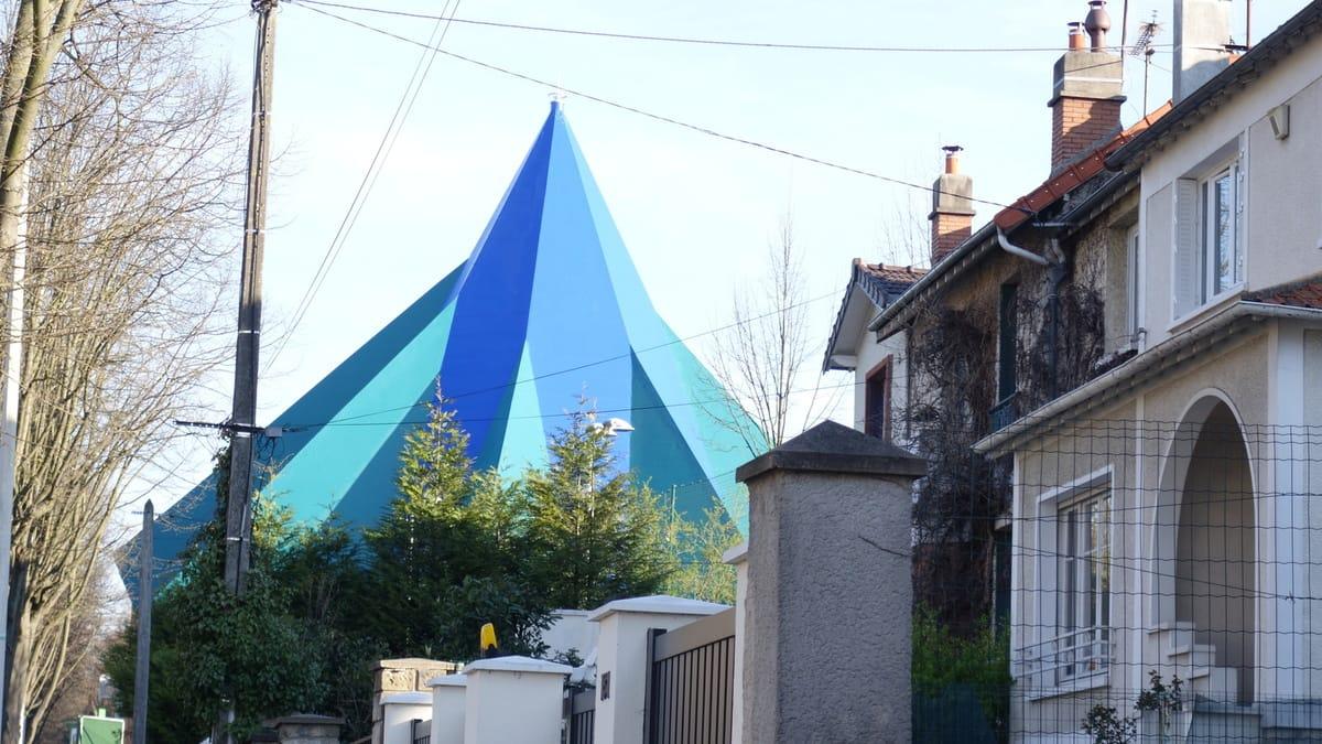 le plus petit cirque du monde centre des arts du cirque. Black Bedroom Furniture Sets. Home Design Ideas